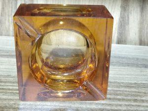 מאפרת זכוכית עבה